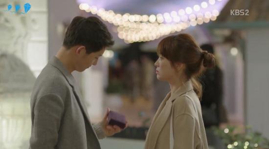 day-chuyen-song-hye-kyo-anh-sang-mat-troi-3
