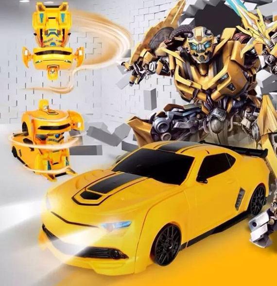 o-to-chay-tren-tuong-bien-hinh-robot-transformers-dieu-khien-tu-xa-1