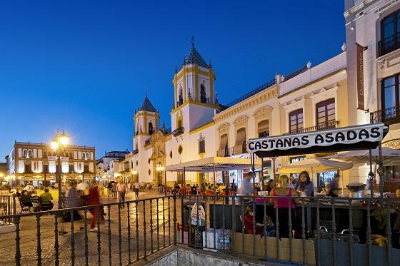 Thành phố Malaga về đêm