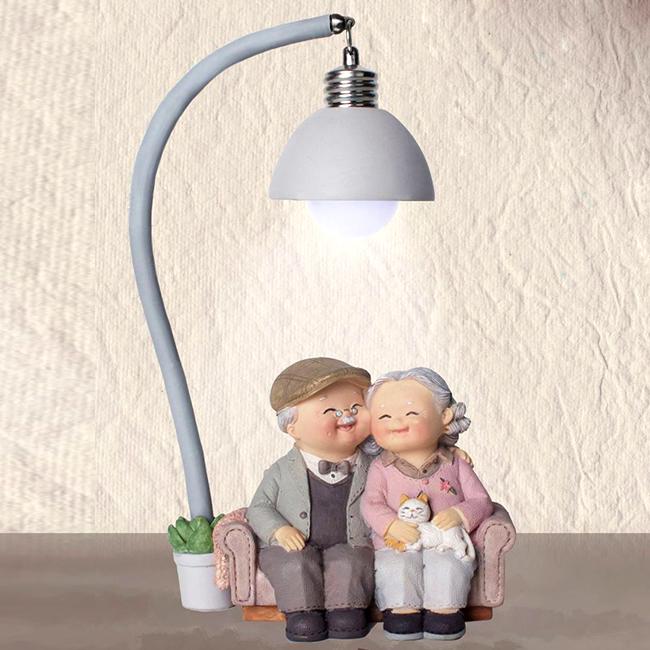 Tượng ông bà - tâm sự dưới đèn