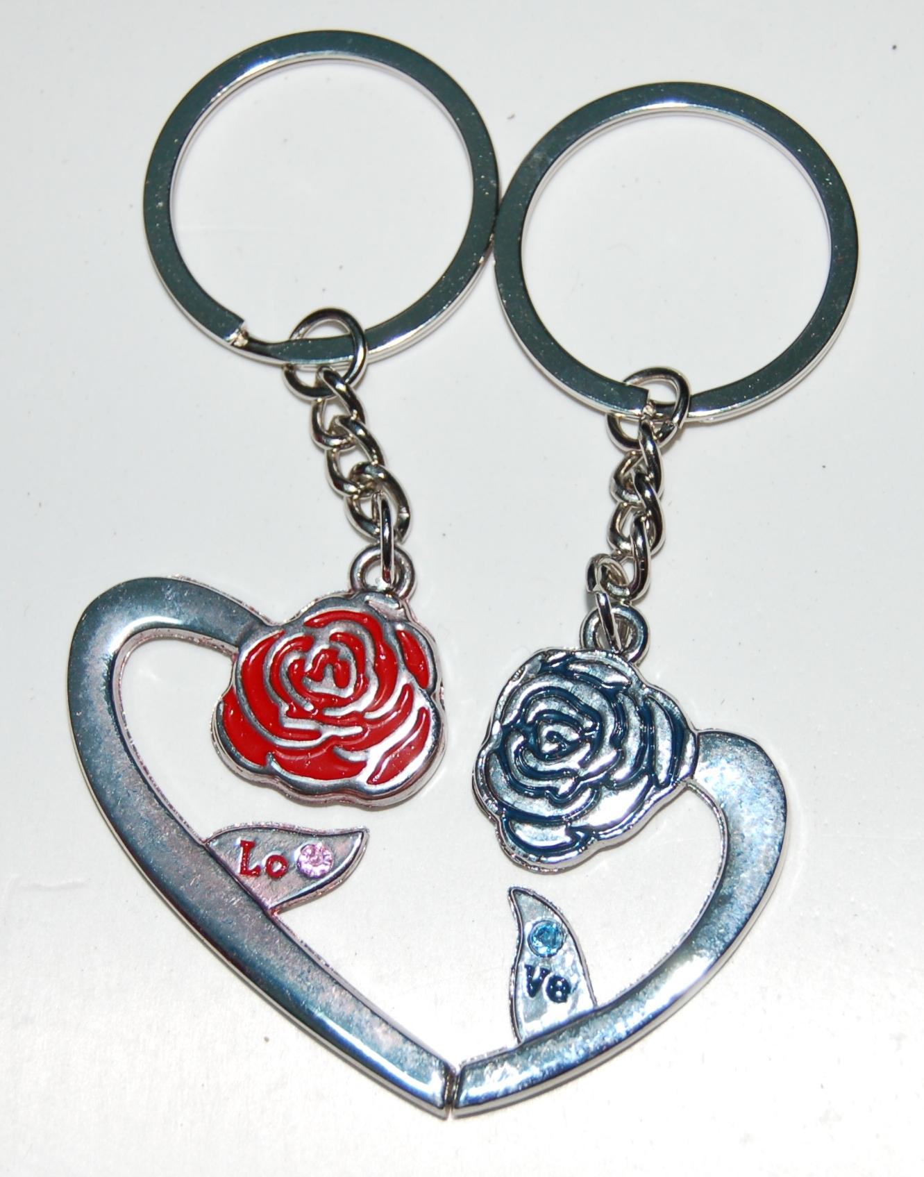 Cặp móc khóa hình 2 nửa trái tim