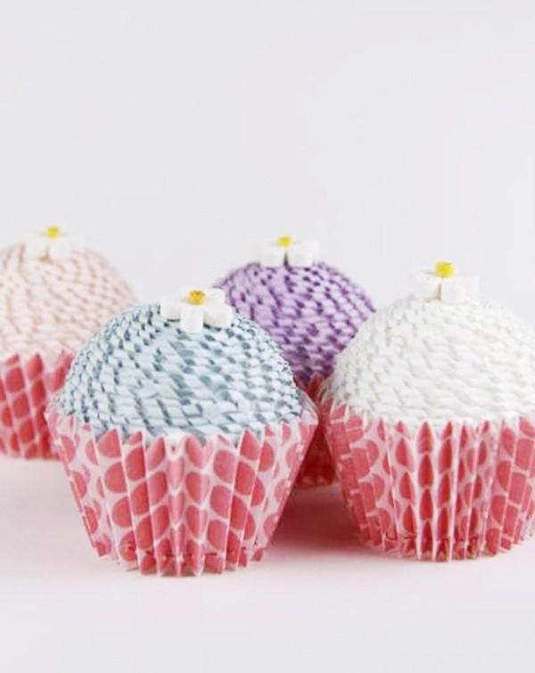 Khéo tay làm hộp quà đựng kẹo hình bánh cupcake 9