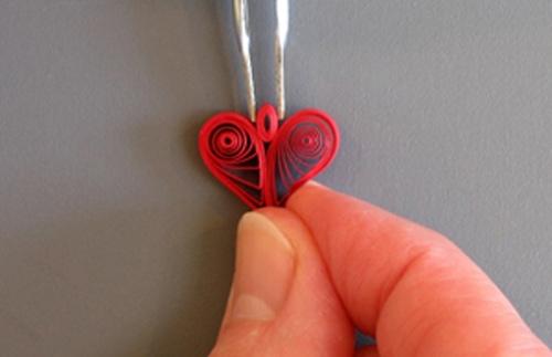 làm hình trái tim bằng giấy xoắn